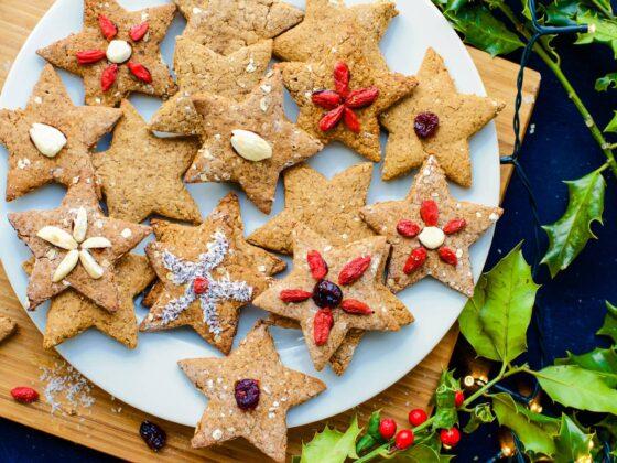 kruidige kerstkoekjes bakken en versieren